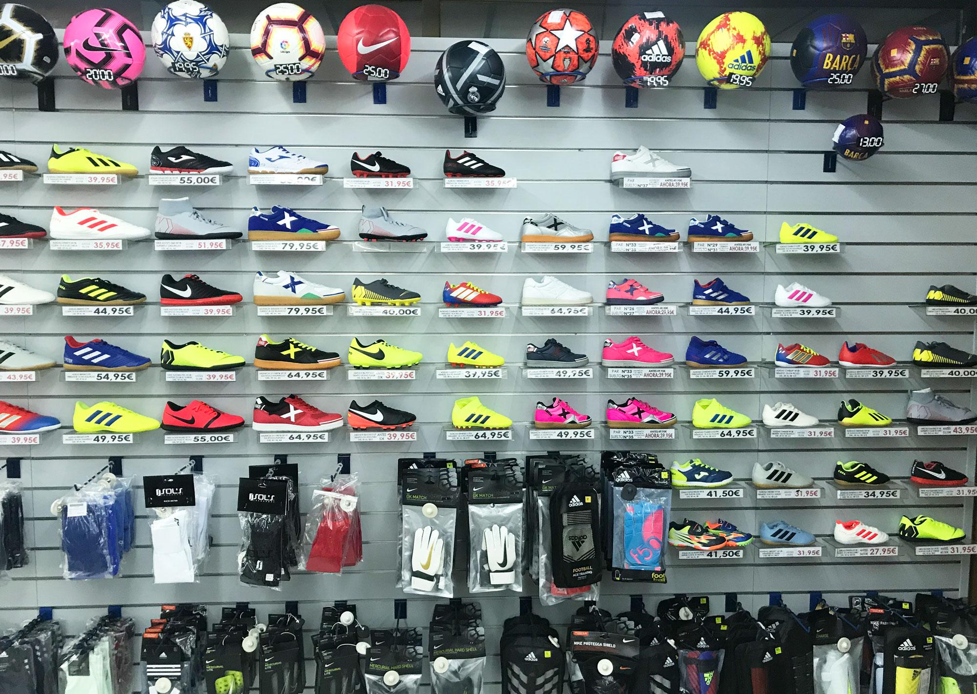 Fútbol y equipaciones para todas las edades